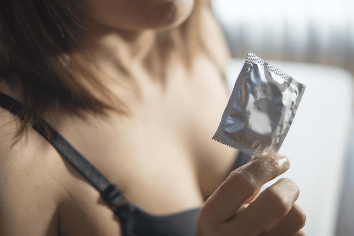 Sesso anale con un preservativo