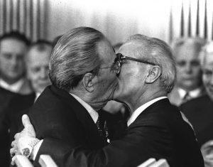 bacio tra Breznev e Honecker del 1979