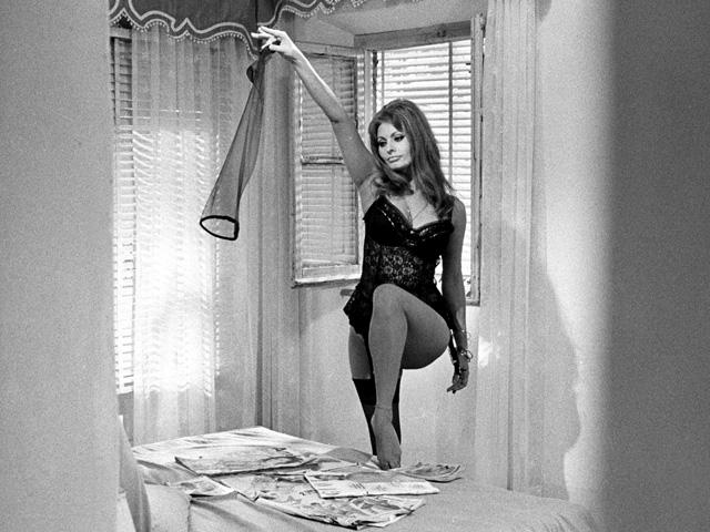 le calze autoreggenti sono il capo di lingerie che tutte devono avere