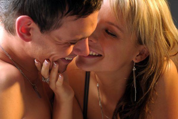 giovane coppia nei preliminari